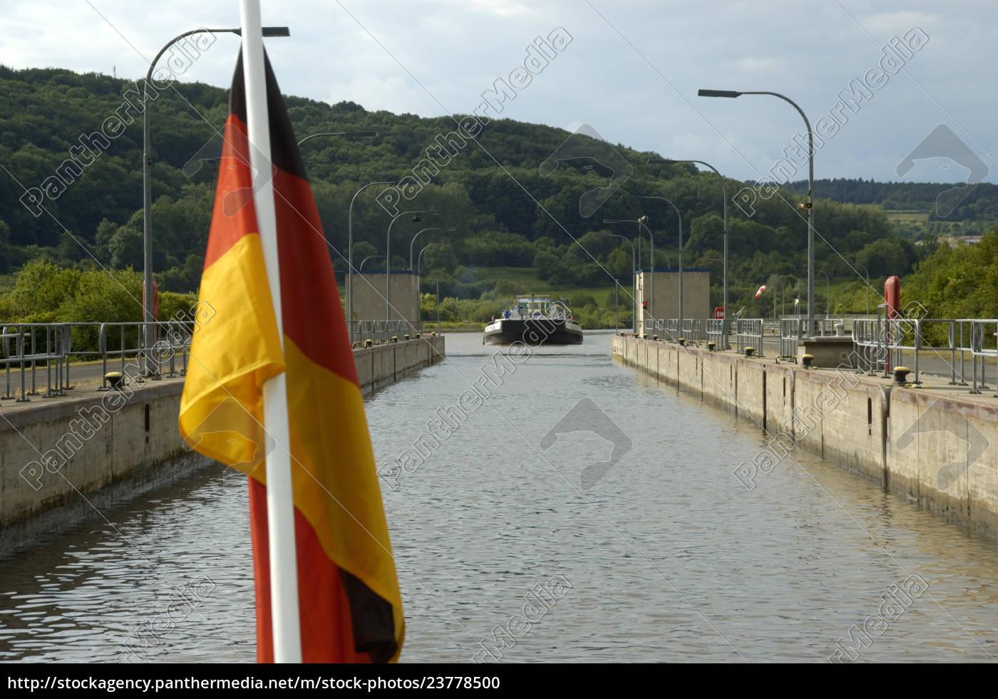 deutsche, nationalflagge, vor, einer, schleuse, mit - 23778500