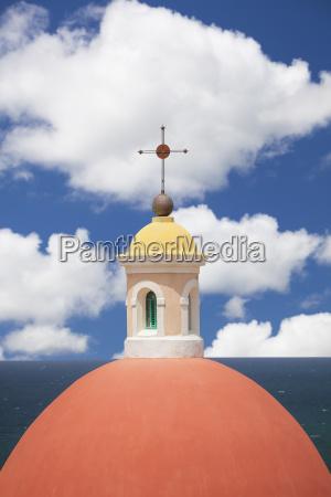 cupula nube capilla al aire libre