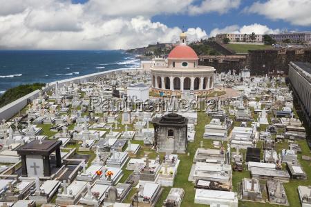 horizontalmente cementerio cripta al aire libre