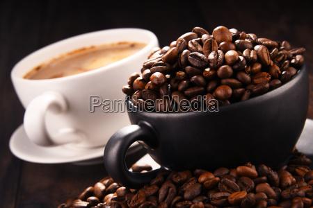 composicion con dos tazas de cafe