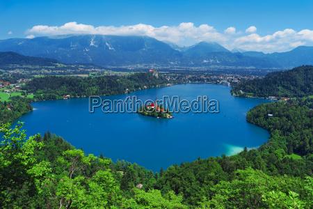 vista aerea del lago bled alpes