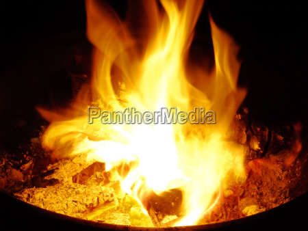 jardin madera culto fuego llama llamas
