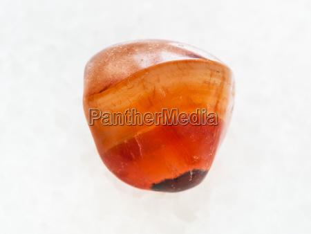 piedra de gema cornalina pulido en