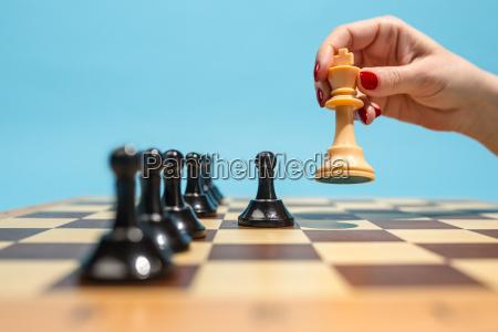 mujer mano estrategia mesa ocio deporte