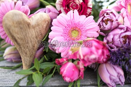 flores de primavera decoradas para el