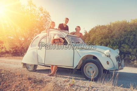 amigos en un coche