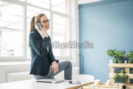 mujer telefono personas gente hombre portatil