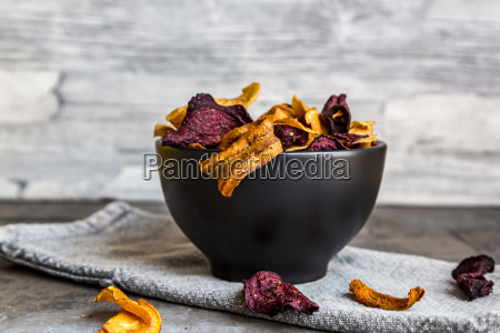 roasted vegetable chips in bowl