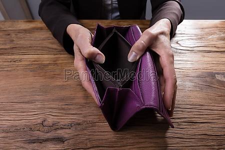 mano manos vacio credito posesion tenencia