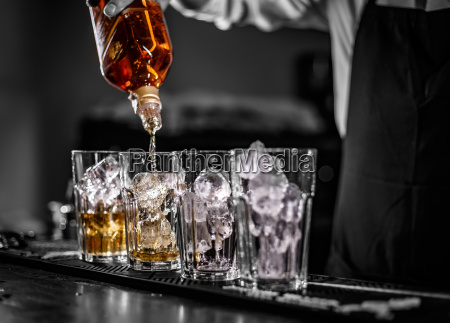 taberna alcohol barman vertido tabernero coctel