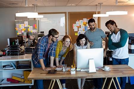 equipo creativo de negocios trabajando juntos