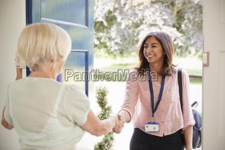 medico bolso risilla sonrisas mujer mujeres