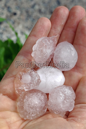 thunderstorms and thunderstorms with heavy hail