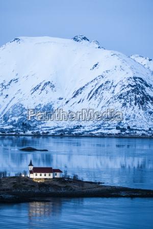 iglesia montanyas aguas monumentos europa nieve