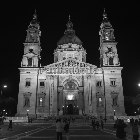 st stephens basilica at nighttime with