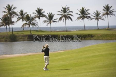 golfista jugando en estella del mar