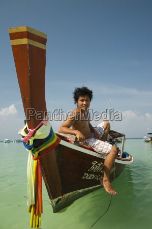 man on long tail boat phi