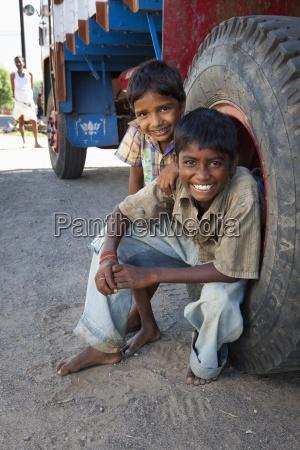 personas gente hombre risilla sonrisas amistad
