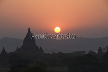 arquitectura templo composicion color arbol horizonte