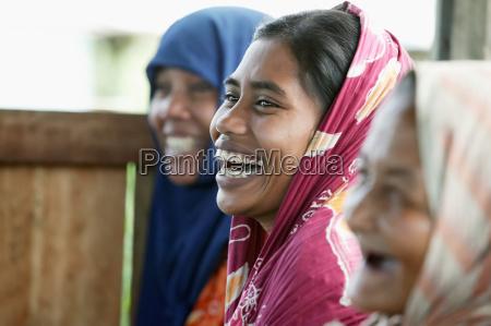 risilla sonrisas mujer mujeres indonesia horizontalmente