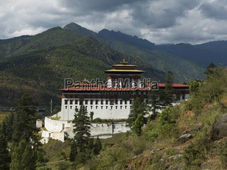 rinpung dzong is a large dzong