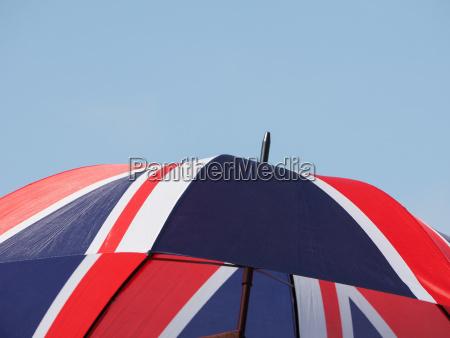 caucasico europeo europa paraguas inglaterra bandera