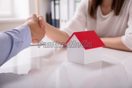 real estate agent shaking hand with