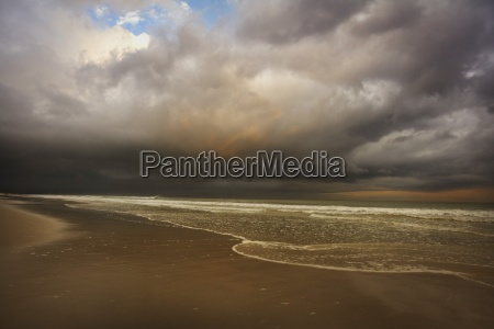 aguas nube playa la playa orilla