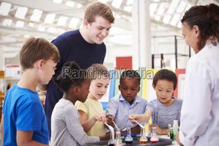 los ninyos de la escuela que