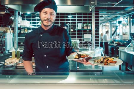 retrato de un maestro chef seguro