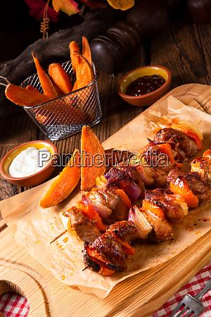 papas, fritas, con, pimentón, picante, shashlik - 25897124