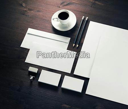 conjunto de papeleria en blanco