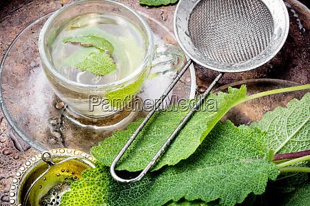 tazas de te de hierbas saludable