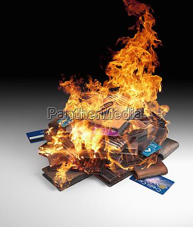 pila ardiente de tarjetas de credito
