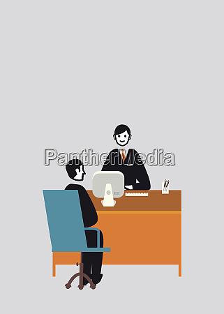 empresario detras de mesa de oficina