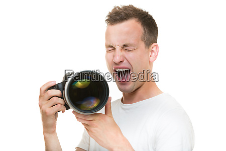 joven fotografo profesional con camara digital