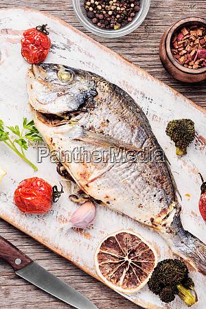 pescado al horno dorado