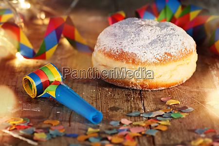 celebracion de carnaval con donut