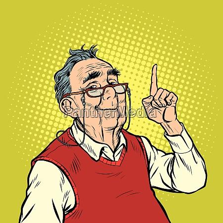 sonrisa anciano hombre con gafas de