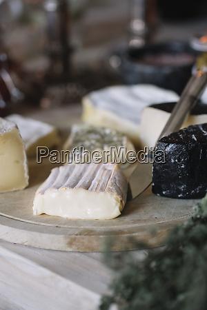 seleccion de quesos en el buffet