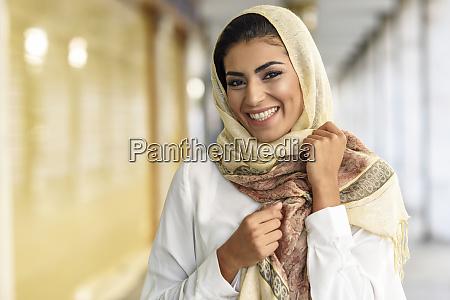 espanya granada joven turista musulmana que