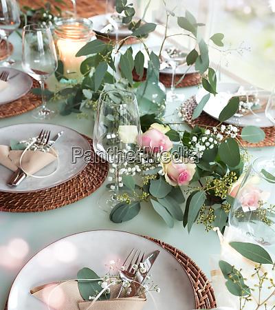 mesa de bodas decorada festiva