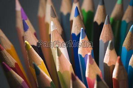 puntas de lapices de colores verticales