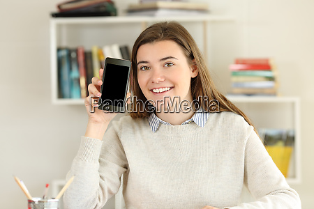 student showing a blank smart phone