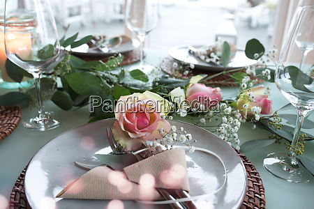 mesa de boda decorada festiva