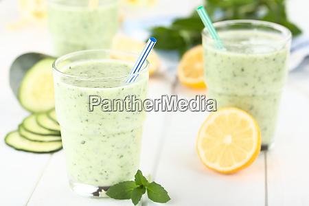 cucumber yogurt mint and lemon smoothie