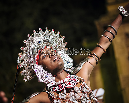 celebraciones de la luna llena duruthu