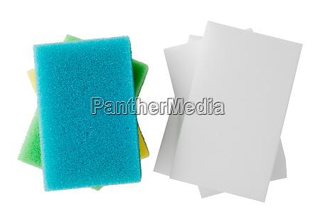 melamina y esponjas convencionales aisladas sobre