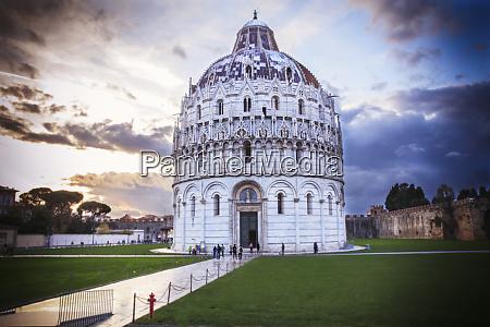 italia pisa baptisterio de san juan