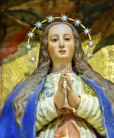 virgin mary statue santa iglesia collegiata